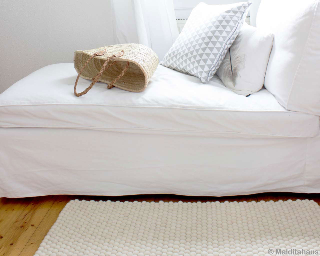 bed room white woollen felted balls rugs 1