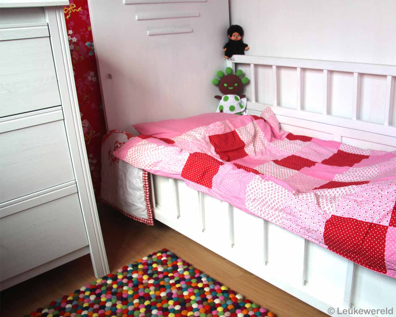 hand knotted white kids bed and red shade bedsheet nepalian made rugs